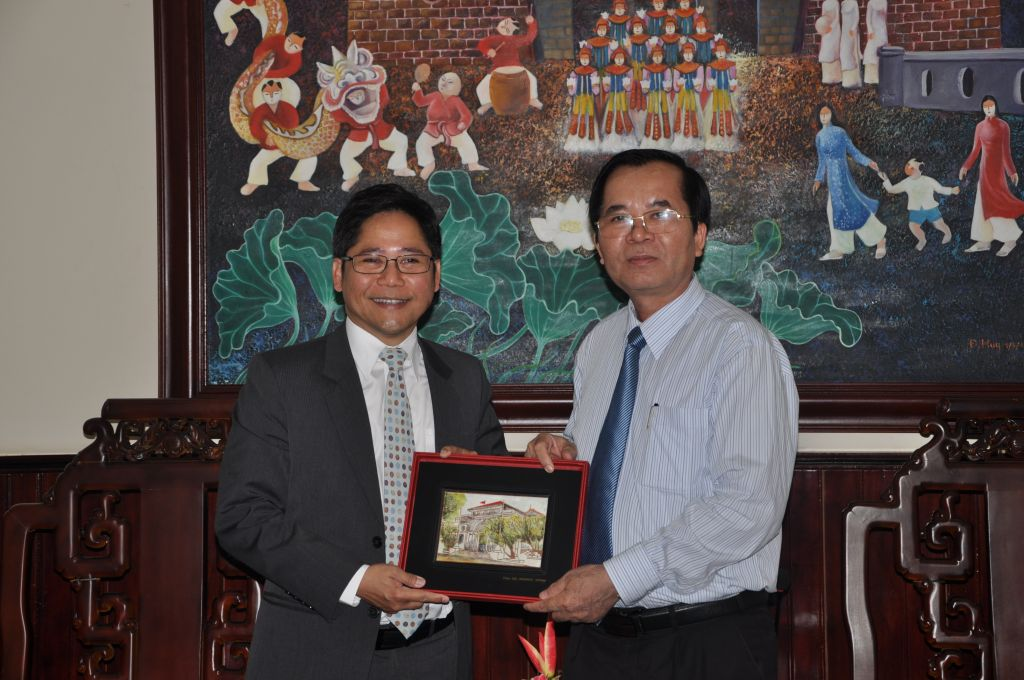 President of Hue University received and worked with the Director of Mekong Institute (MI)