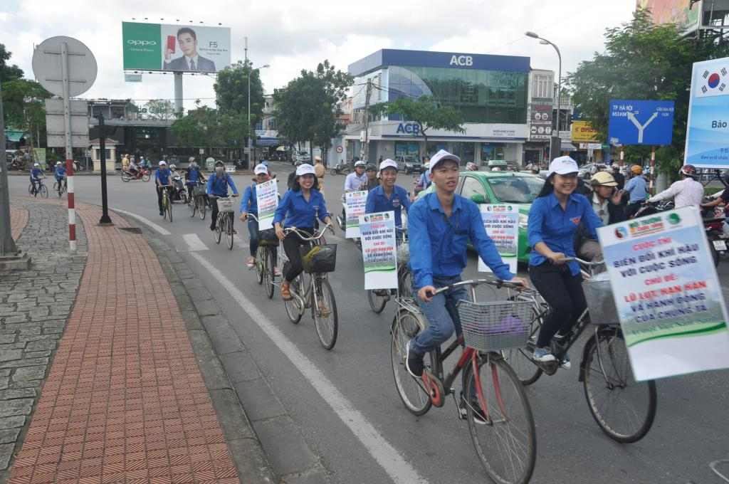 Hue University students respond to the contest Climate Change and
